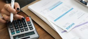 An accounting support computing an invoice using a calculator